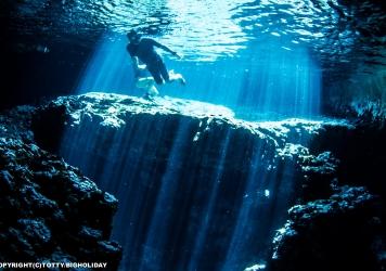 射し込む光を見に行くダイビングポイント|白鳥ドームの場合