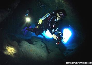 大光量水中ライトがおすすめの理由 洞窟編